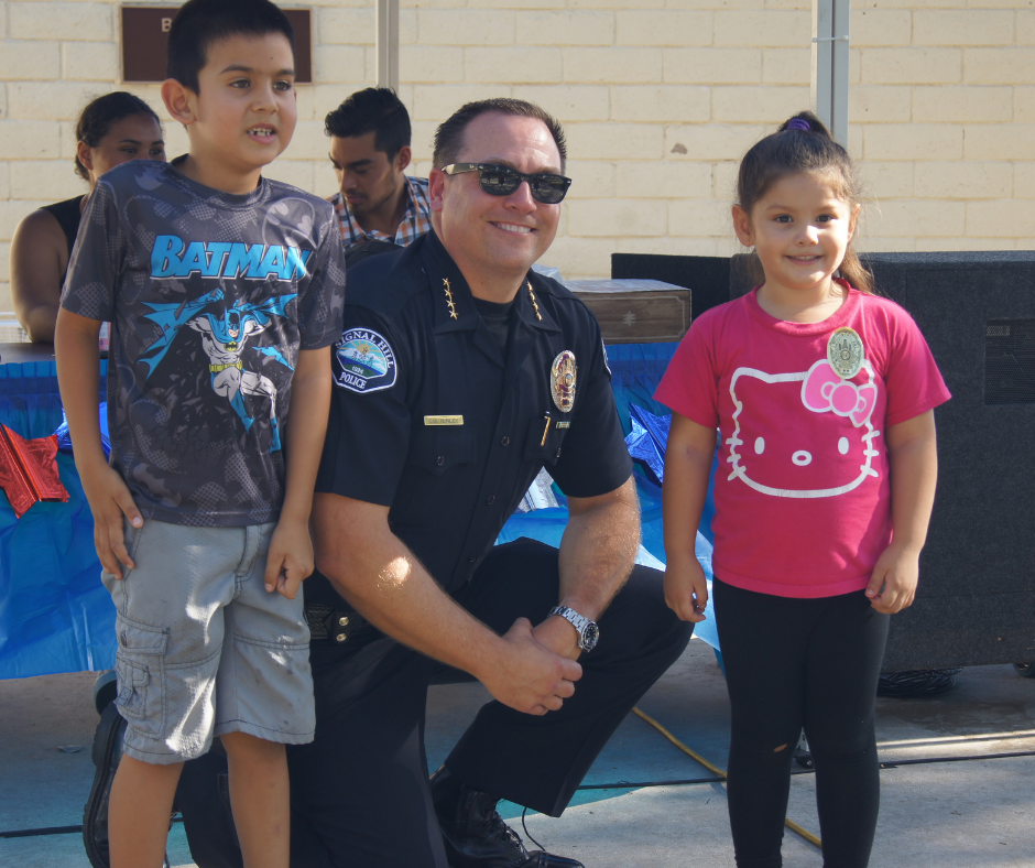 Chief Poses With Kids During National Night Out 2018